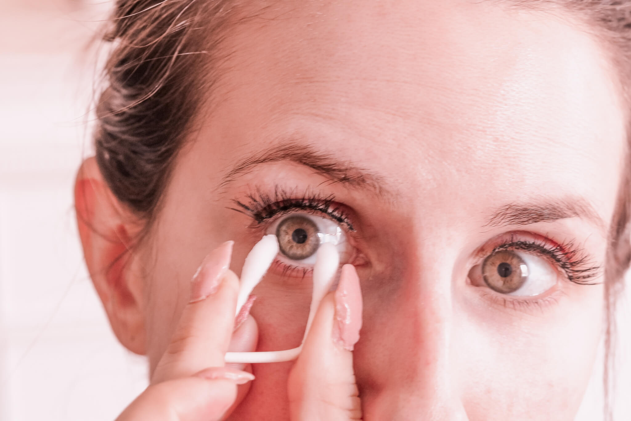 How To Remove Contacts Without Touching Eye
